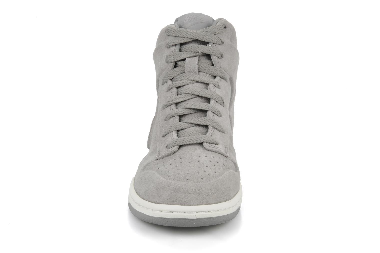 Sneakers Nike Wmns nike dunk high skinny prem Grigio modello indossato