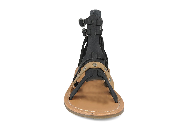 Sandales et nu-pieds Kickers Diplomatik Noir vue portées chaussures