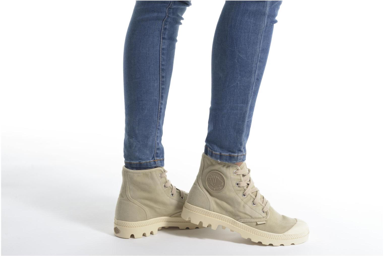 Sneaker Palladium Us pampa hi w beige ansicht von unten / tasche getragen