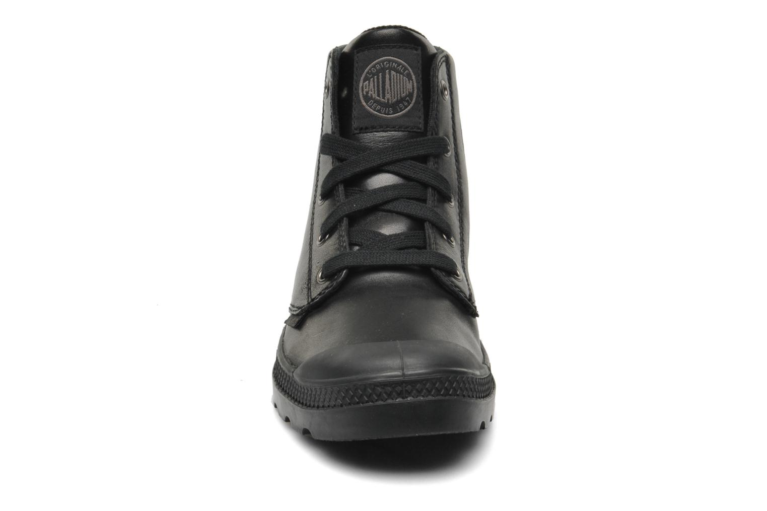 Deportivas Palladium Pampa hi leather w Negro vista del modelo