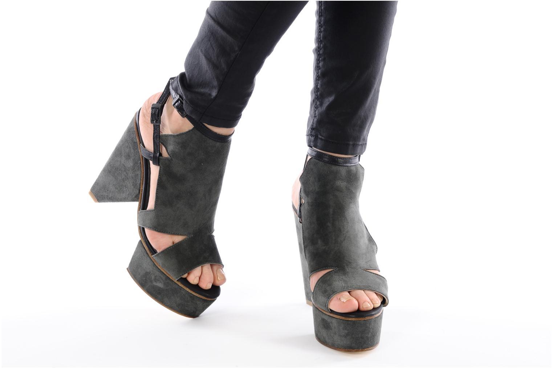 Sandalen Surface To Air Louna Art Deco grau ansicht von unten / tasche getragen