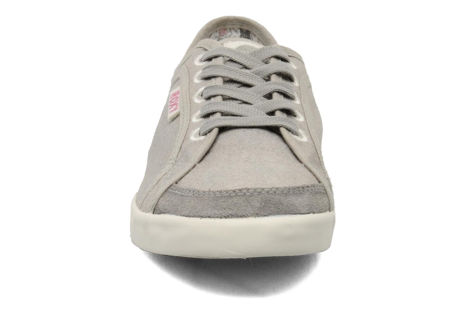 Baskets Roxy Sneaky Dye 2 Gris vue portées chaussures