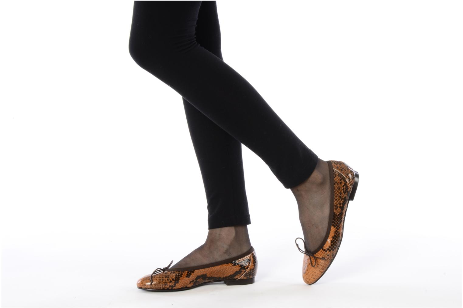 Ballet pumps Eden Kawi Brown view from underneath / model view