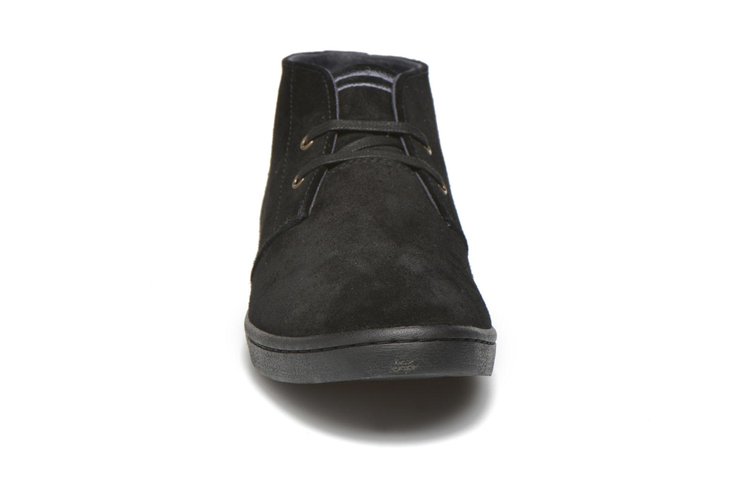 Baskets Fred Perry Byron Mid Suede Noir vue portées chaussures