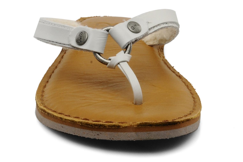 Tongs Emu Australia PALUMA Blanc vue portées chaussures