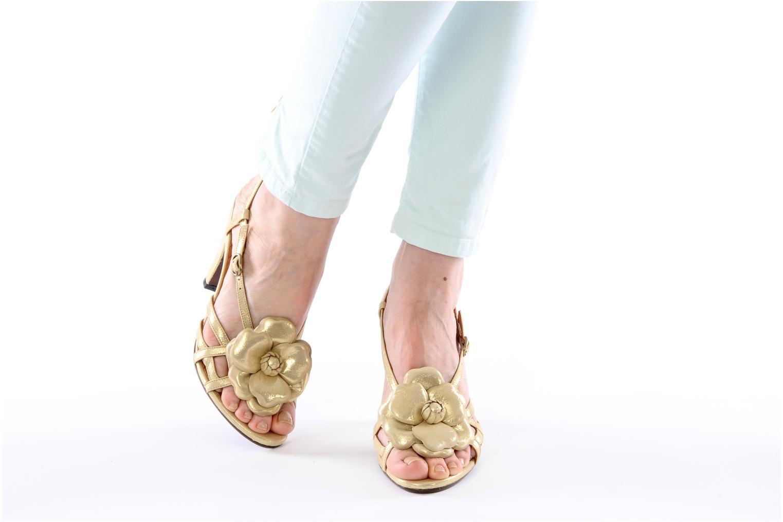 Sandalen Chie Mihara Vossa gold/bronze ansicht von unten / tasche getragen