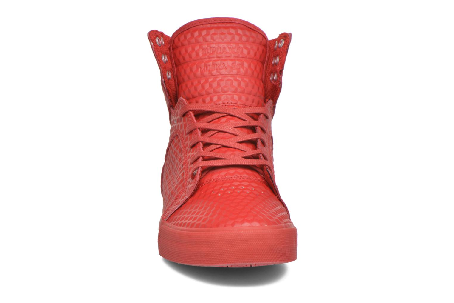 Baskets Supra Skytop Rouge vue portées chaussures