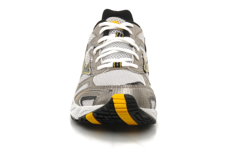 Chaussures de sport Mizuno Wave Endeavor M Argent vue portées chaussures