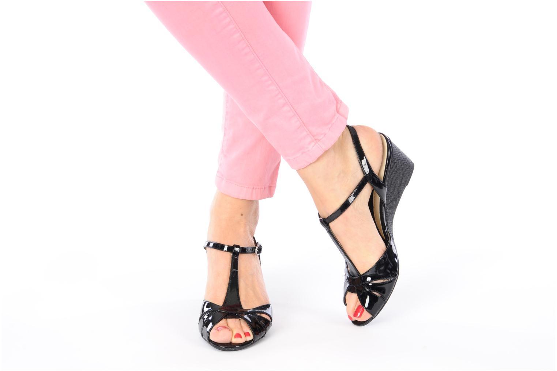 Sandales et nu-pieds Naturalizer Holt Noir vue bas / vue portée sac