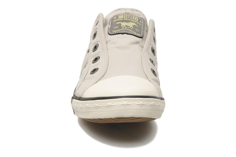 Baskets Mustang shoes Marcus Beige vue portées chaussures
