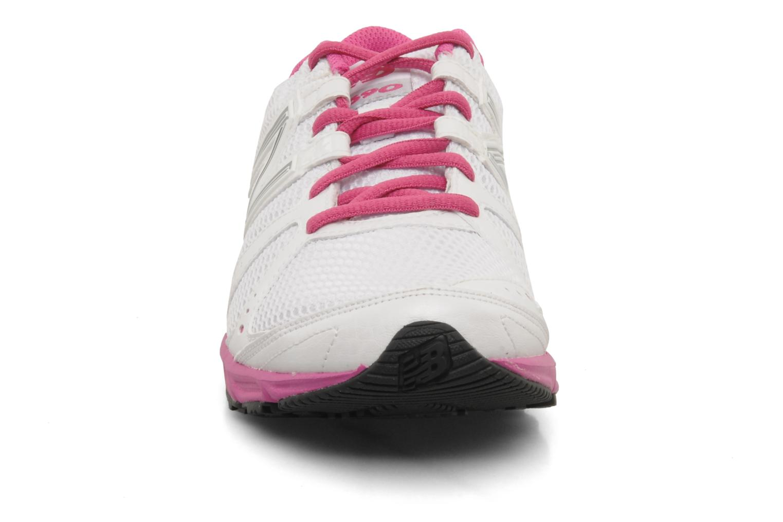 Chaussures de sport New Balance W690 Blanc vue portées chaussures
