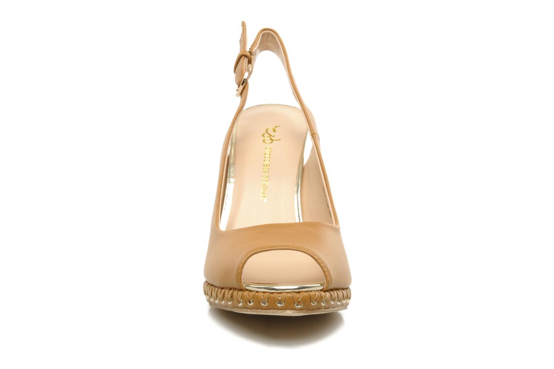 Sandales et nu-pieds Chocolate Schubar Celeste Beige vue portées chaussures