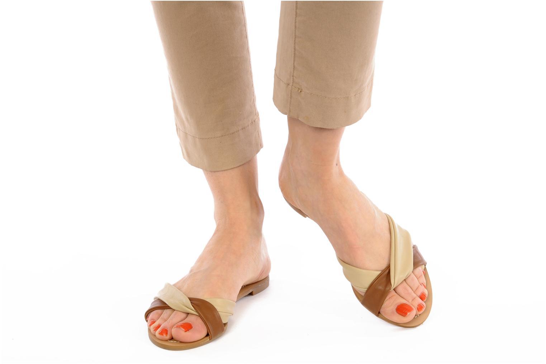 Clogs & Pantoletten Chocolate Schubar Abby beige ansicht von unten / tasche getragen