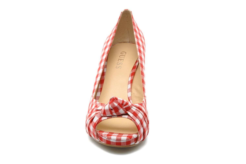 Escarpins Guess Varsha Rouge vue portées chaussures