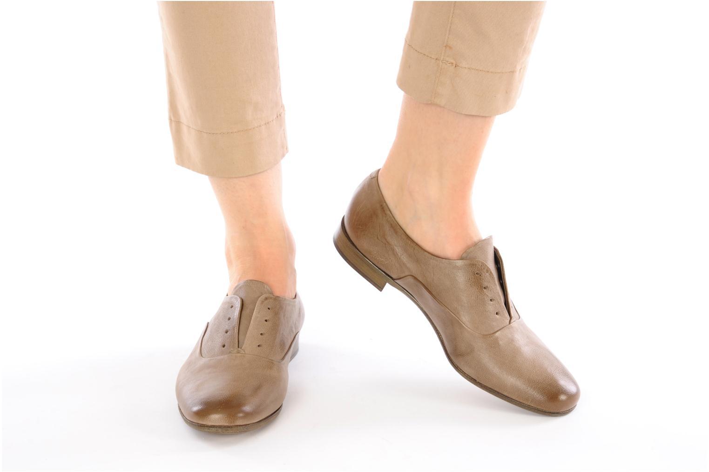 Chaussures à lacets Sartore Saber Marron vue bas / vue portée sac