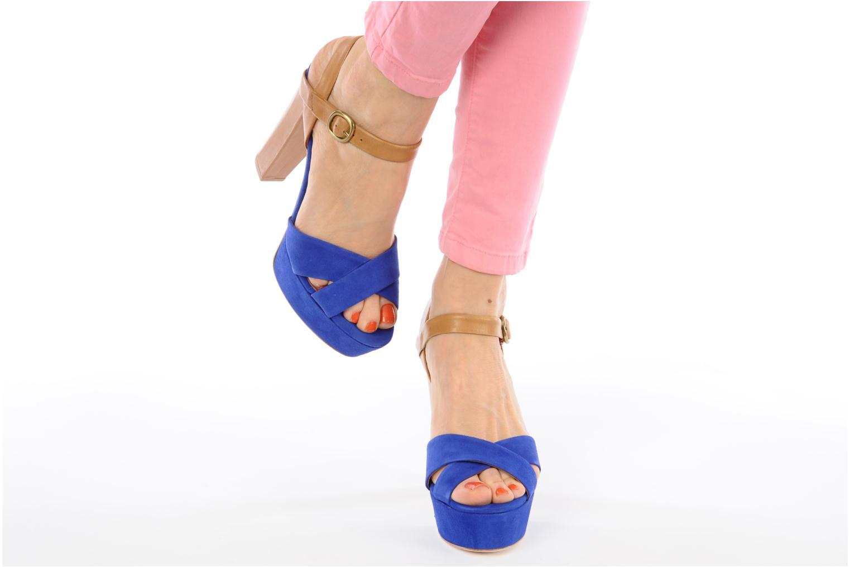 Sandalen Pour La Victoire Neysa blau ansicht von unten / tasche getragen