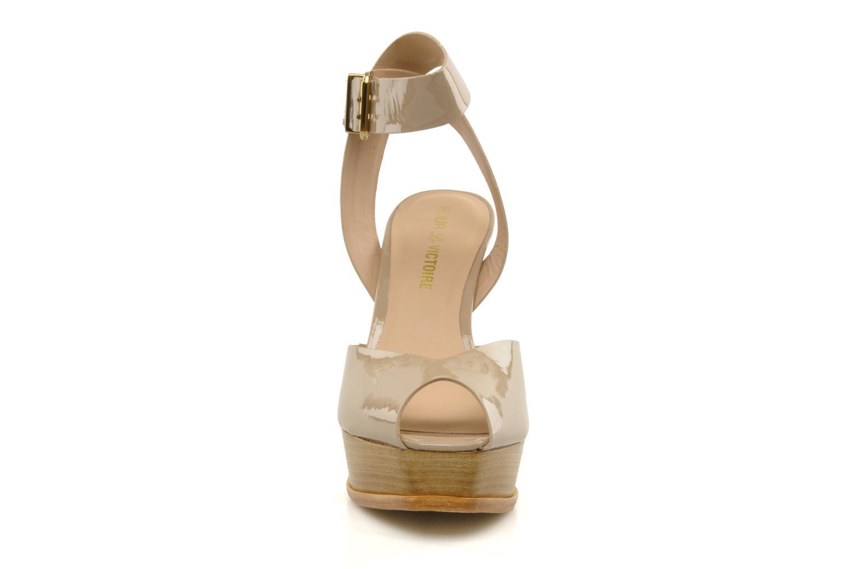 Sandales et nu-pieds Pour La Victoire Taryn Beige vue portées chaussures