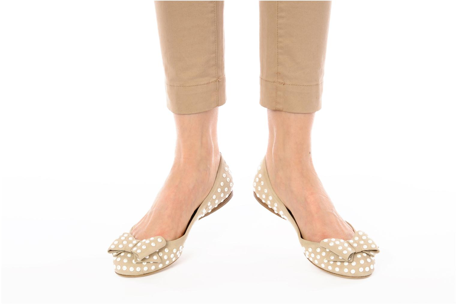 Ballet pumps Ernesto Esposito Evie Beige view from underneath / model view