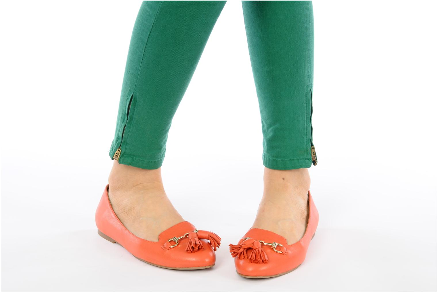 Loafers Jeffrey Campbell Mollie Orange view from underneath / model view