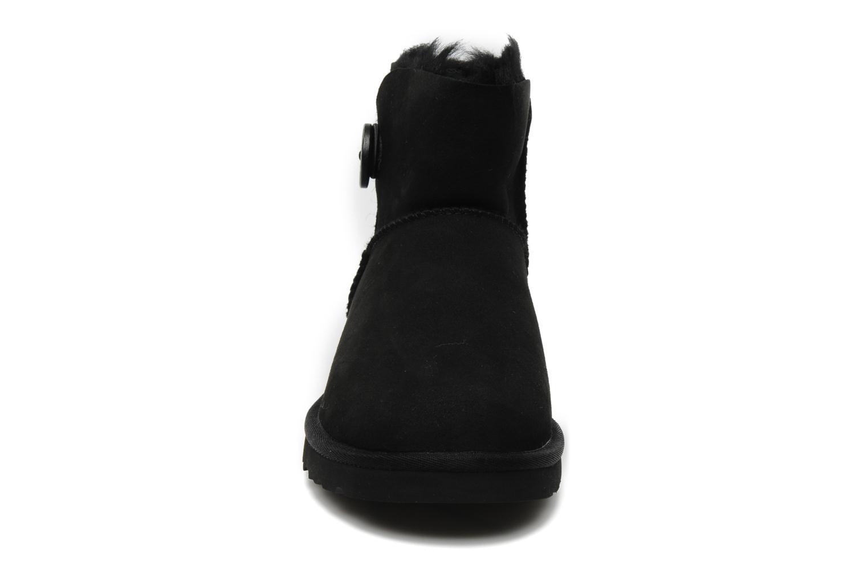 Stiefeletten & Boots UGG Mini bailey button schwarz schuhe getragen
