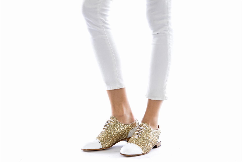 Chaussures à lacets Georgia Rose Pantika Or et bronze vue bas / vue portée sac