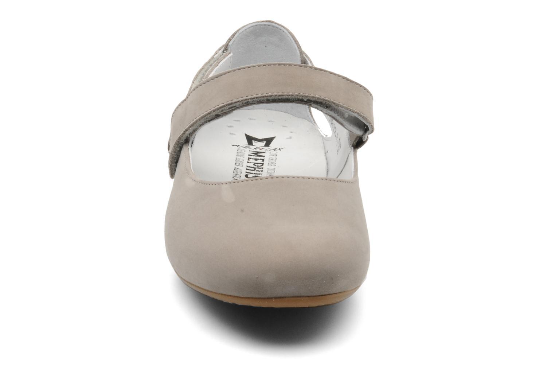 Ballerines Mephisto Betty Gris vue portées chaussures
