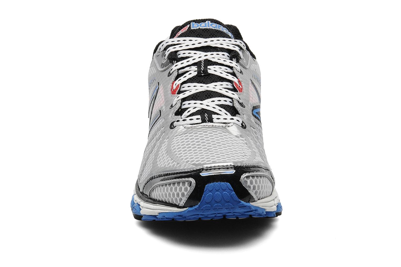 Chaussures de sport New Balance M880 Gris vue portées chaussures