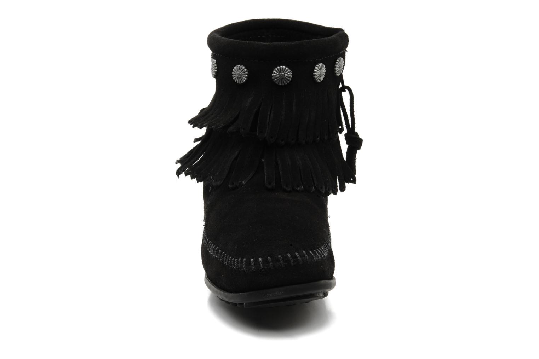 Bottines et boots Minnetonka DOUBLE FRINGE BT Noir vue portées chaussures