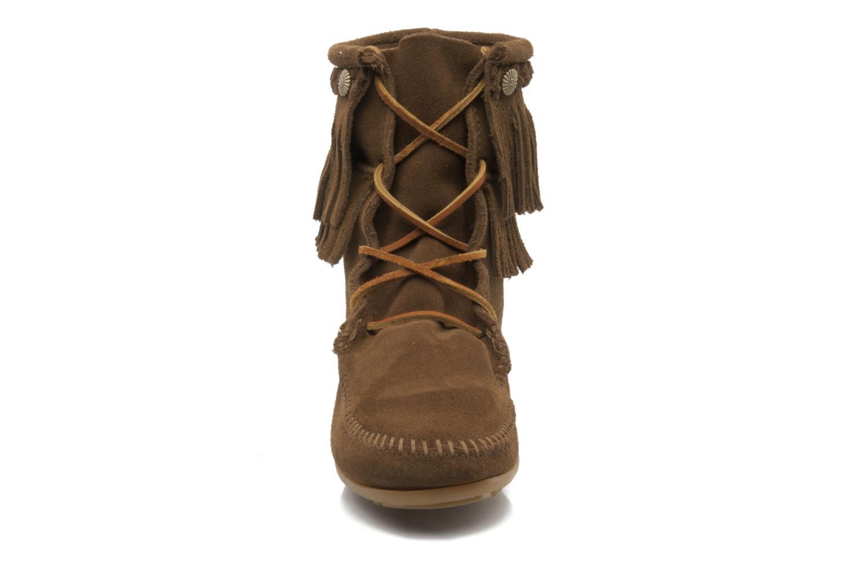 Stiefeletten & Boots Minnetonka DOUBLE FRINGE TRAMPER braun schuhe getragen