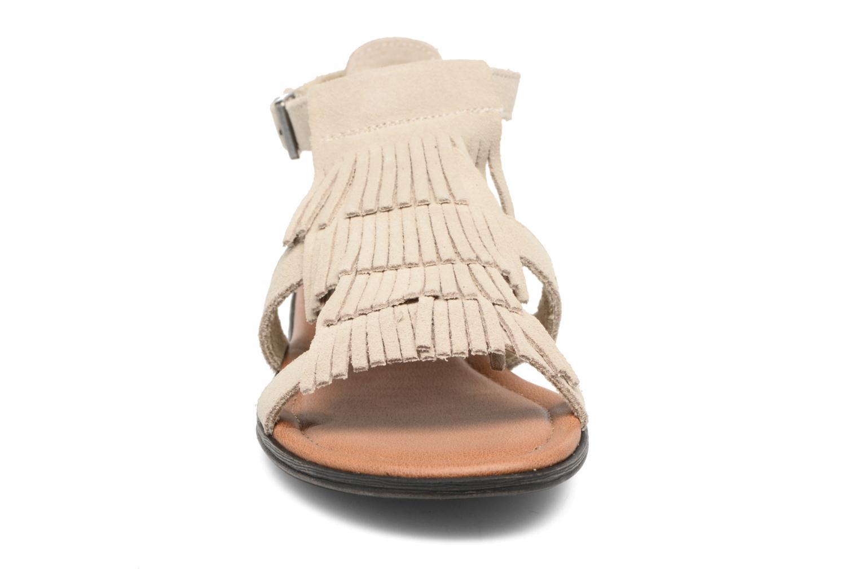 Sandali e scarpe aperte Minnetonka Maui Beige modello indossato