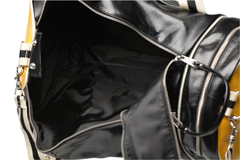 Sporttaschen Fred Perry Classic Barrel Bag schwarz ansicht von links