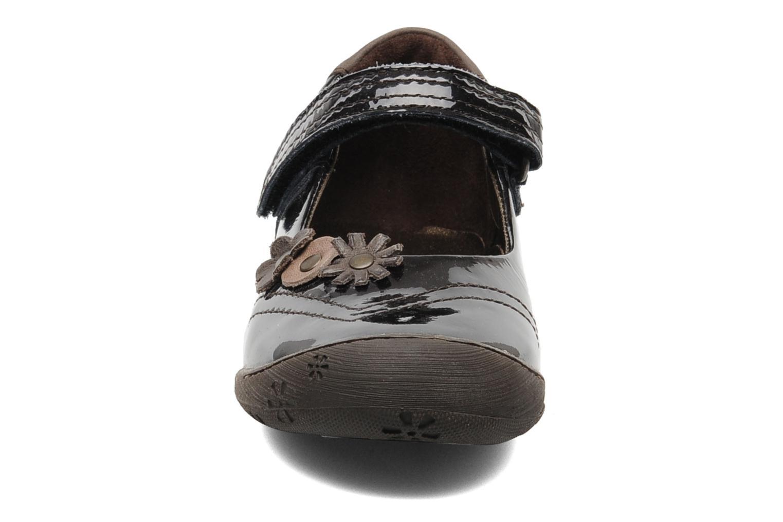 Ballerines Aster JUSTFLOWER Marron vue portées chaussures