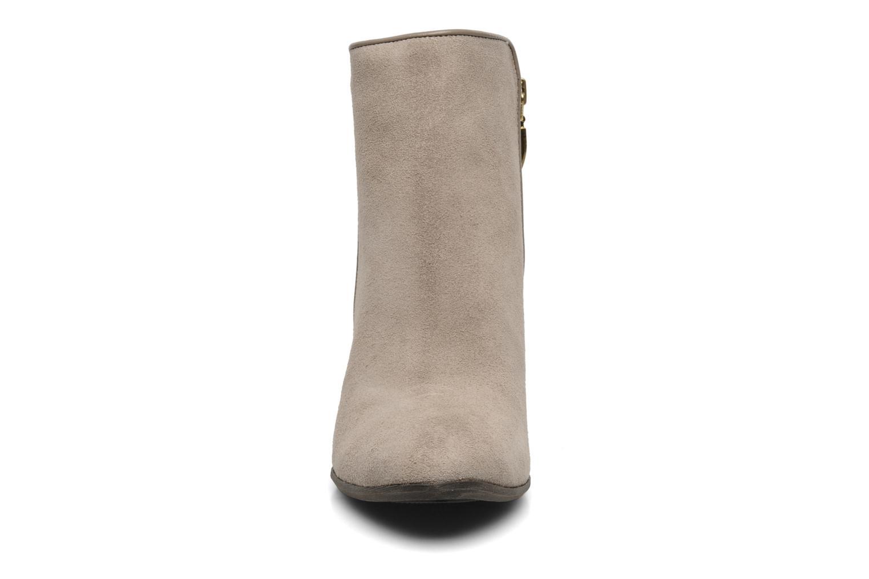 Bottines et boots Guess Cardio Beige vue portées chaussures