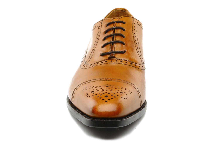 Scarpe con lacci Finsbury Diplomate Marrone modello indossato