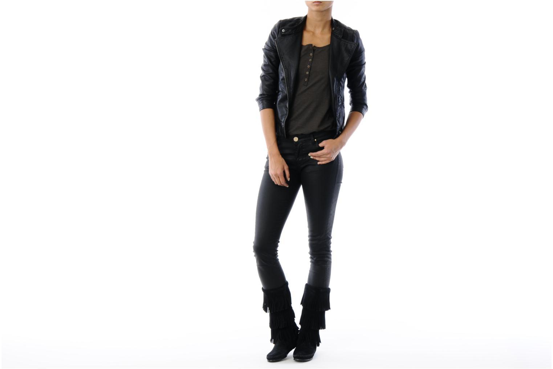 Stiefeletten & Boots Minnetonka 3 LAYER FRINGE BOOT schwarz ansicht von unten / tasche getragen