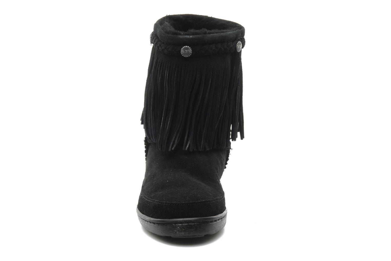 Bottines et boots Minnetonka FRINGE CLASSIC PUG BT Noir vue portées chaussures