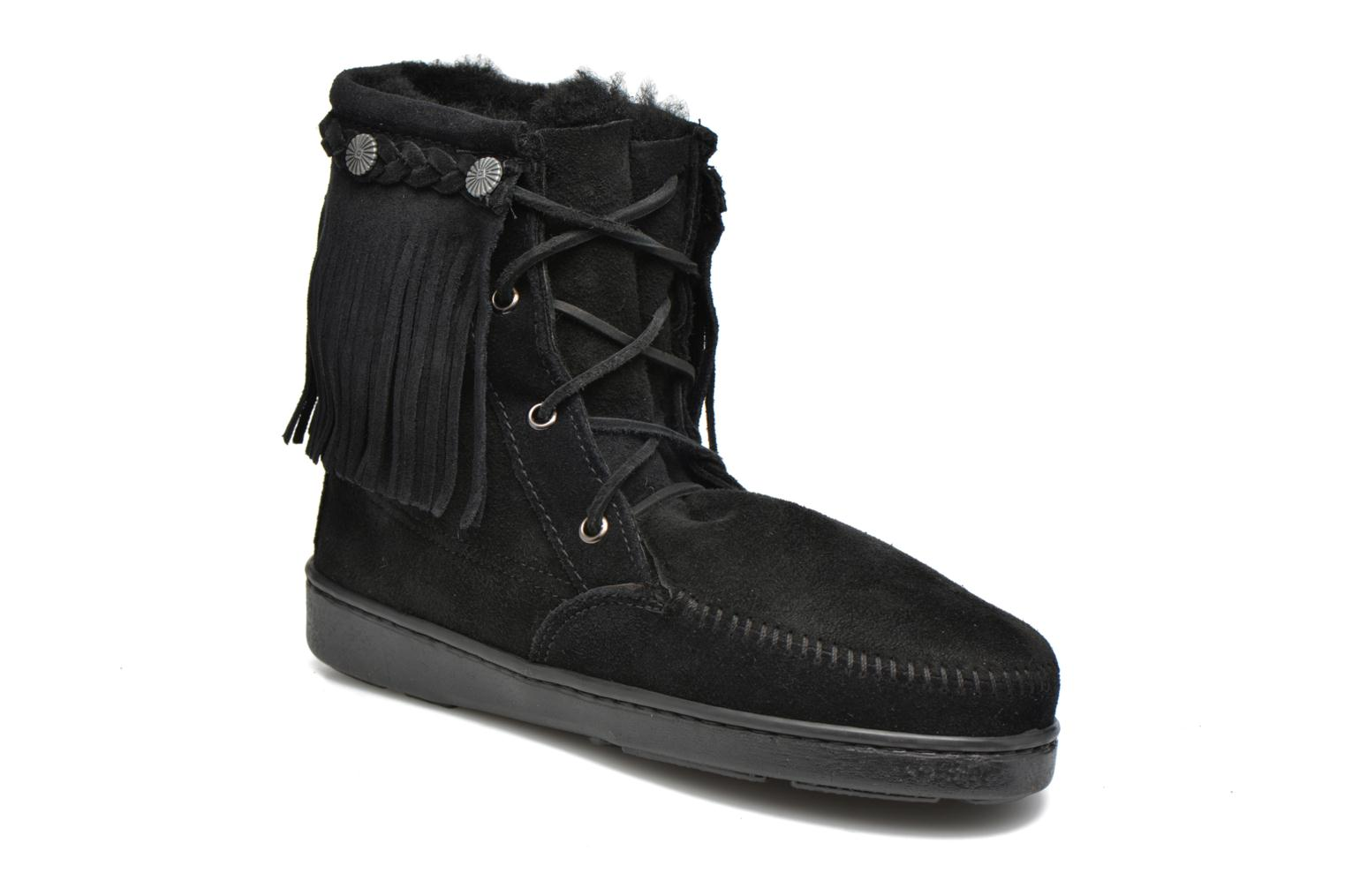 Ankle boots Minnetonka SHEEPSKIN TRAMPER Black detailed view/ Pair view