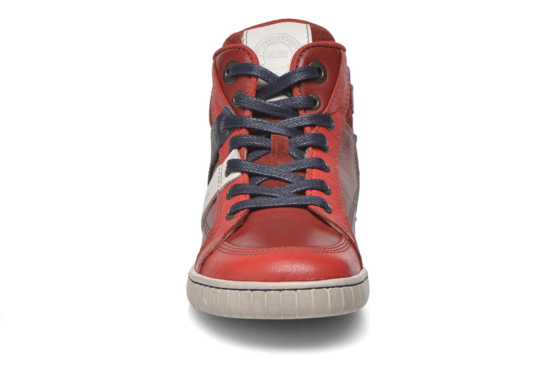 Baskets Kickers Wincut Rouge vue portées chaussures