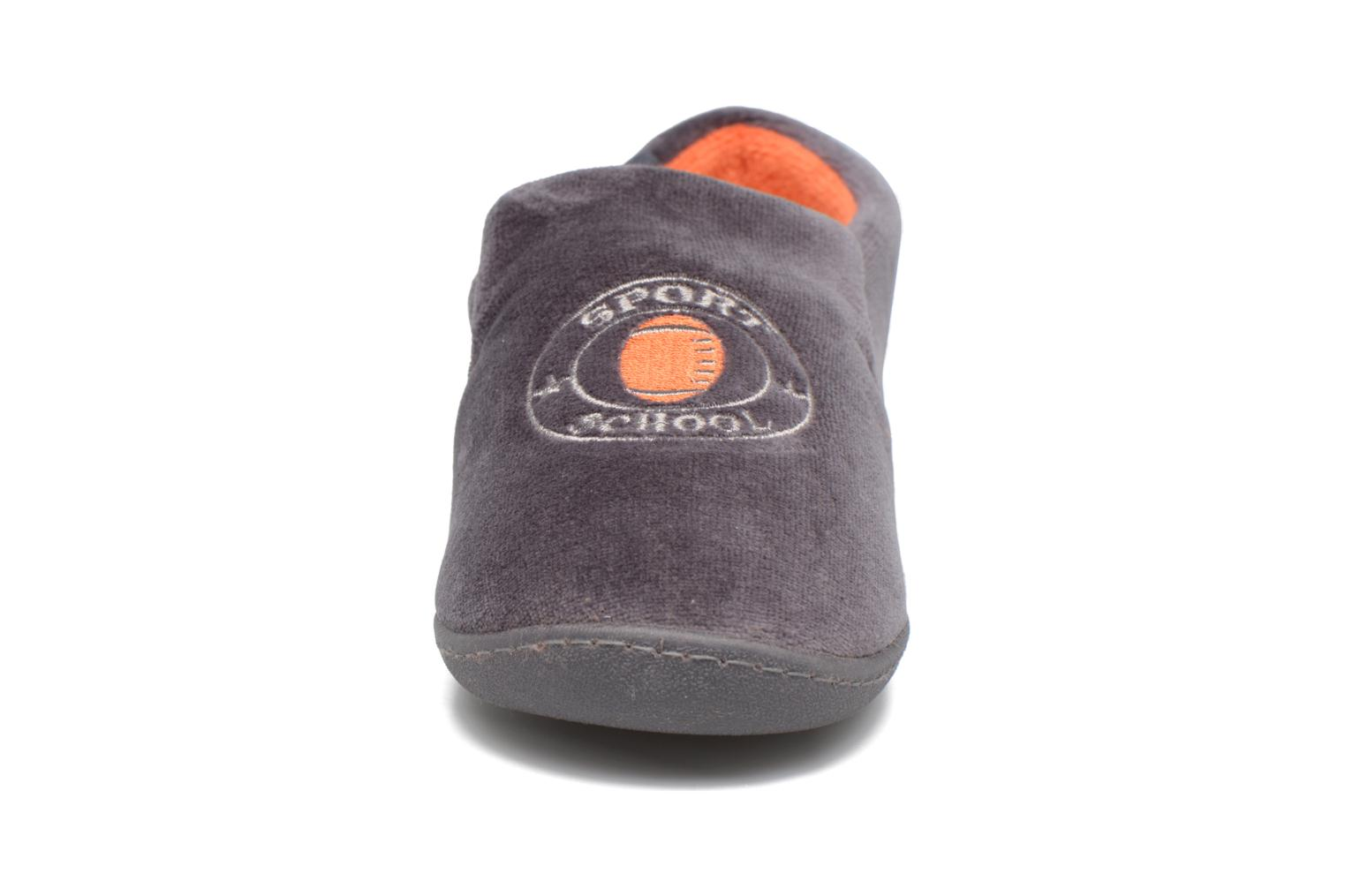 Slippers Isotoner Charentaise Velours Grey model view