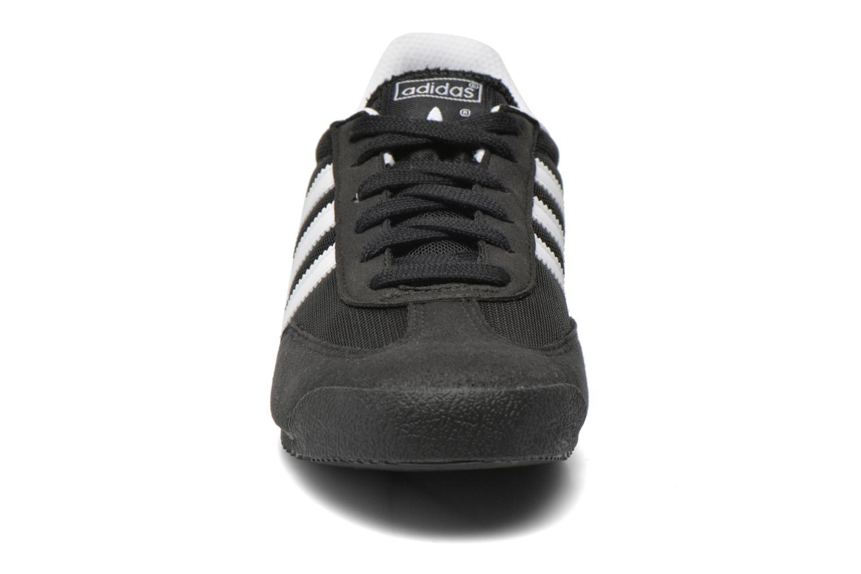 Sneakers Adidas Originals Dragon J Nero modello indossato