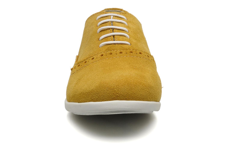 Schnürschuhe Corniche by trickers Larry CM1000 gelb schuhe getragen