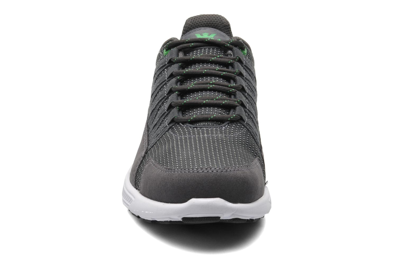 Sneaker Supra Owen grau schuhe getragen