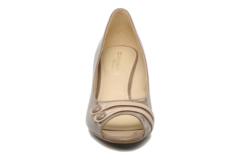 Zapatos de tacón Naturalizer BRYLIE Beige vista del modelo