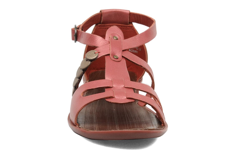 Sandales et nu-pieds Kickers ZEBRAH Rouge vue portées chaussures