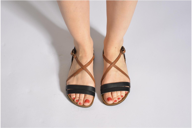 Sandalen Kickers Atomium mehrfarbig ansicht von unten / tasche getragen