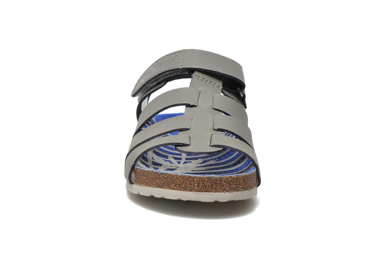 Sandali e scarpe aperte Kickers MAGINO Grigio modello indossato