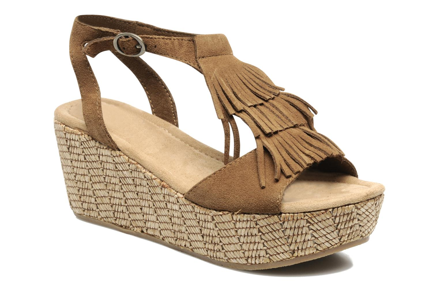 Sandals Minnetonka Central Brown detailed view/ Pair view