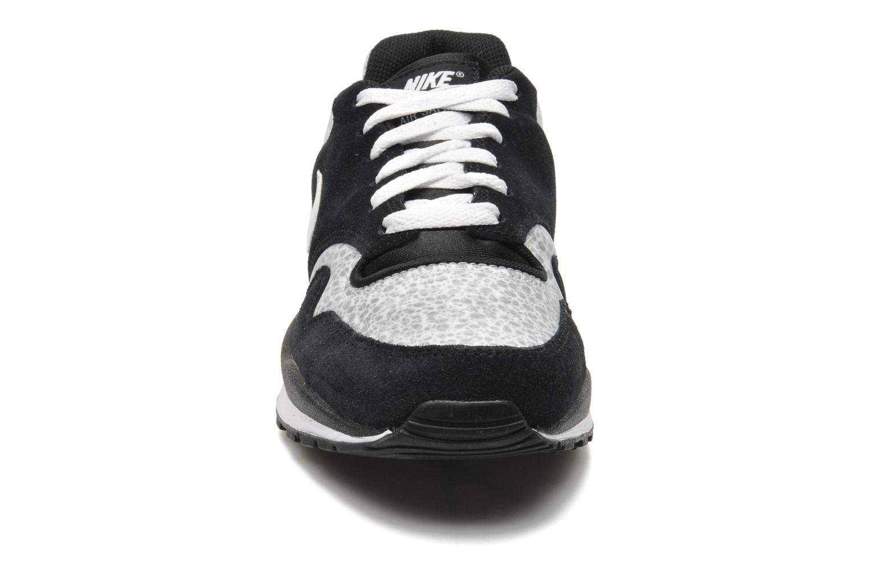 Baskets Nike Air Safari Le Noir vue portées chaussures