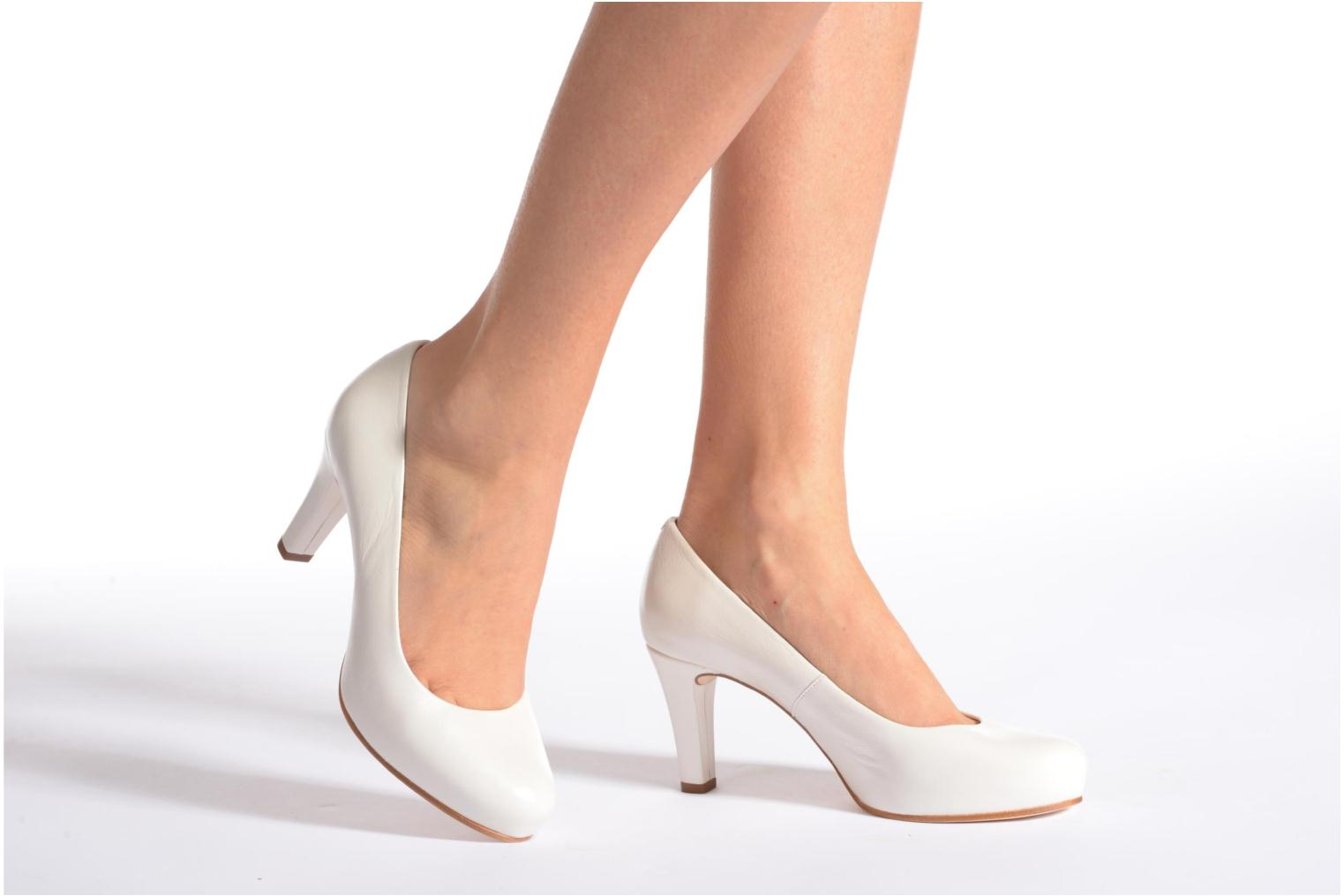 High heels Unisa Numis White view from underneath / model view