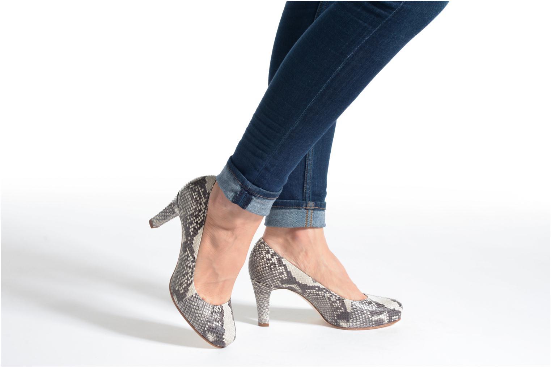 High heels Unisa Numis Beige view from underneath / model view